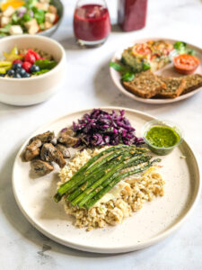 Obiad - Łosoś na szparagach z keto makaronem (na ciepło)