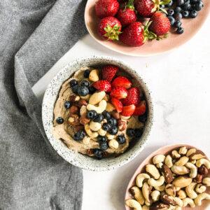 II śniadanie - Krem z nerkowców z nasionami chia i owocami (na zimno)